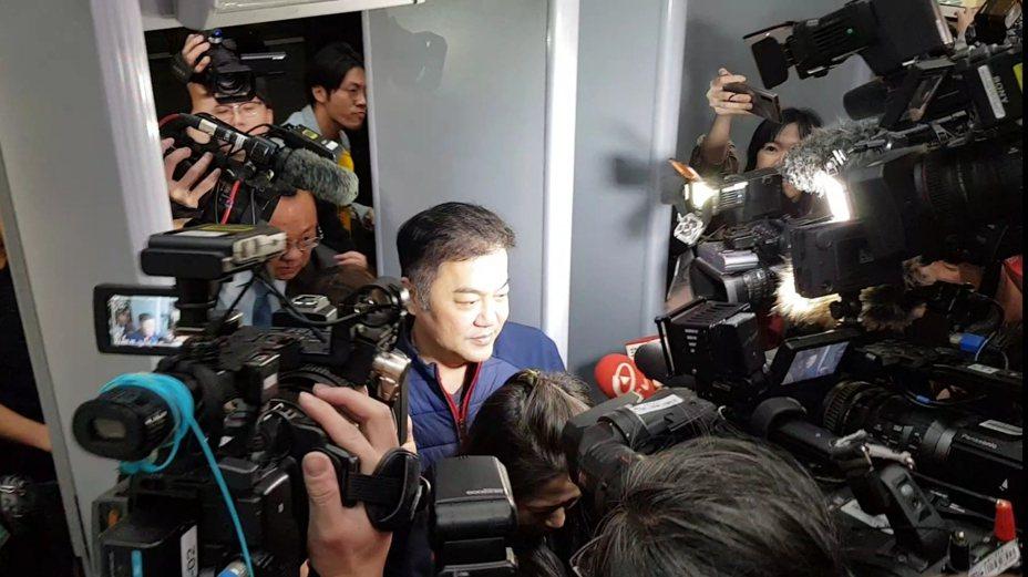 遠航董事長張綱維晚間現身北檢接受調查。記者張宏業/攝影