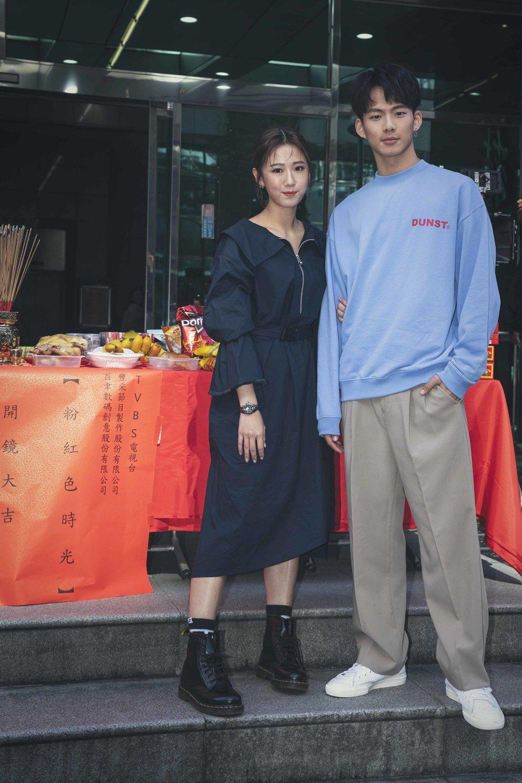 方志友(左)、吳念軒主演「粉紅色時光」。圖/百聿數碼提供