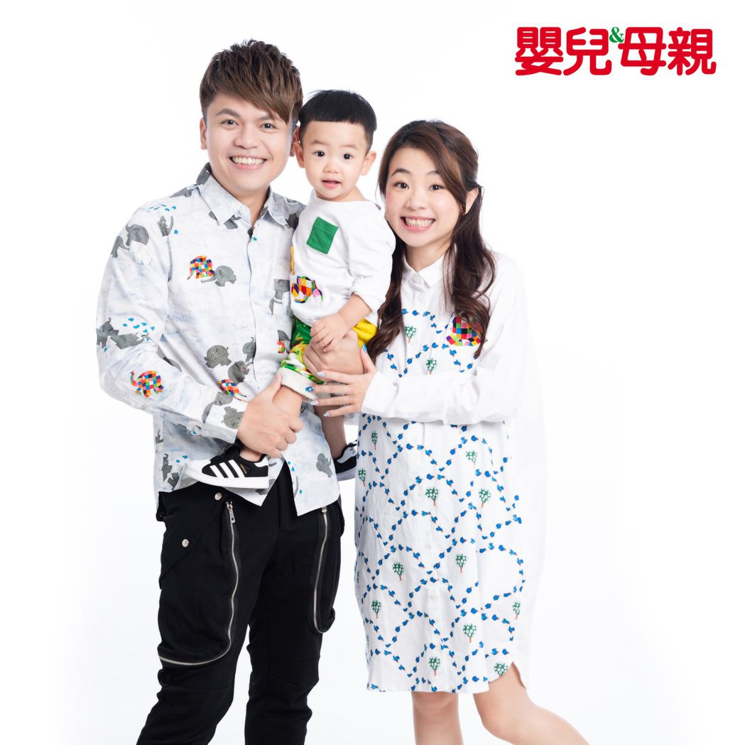 蔡阿嘎偕老婆二伯、兒子蔡桃貴接受雜誌訪問,分享生活大小事。圖/嬰兒與母親提