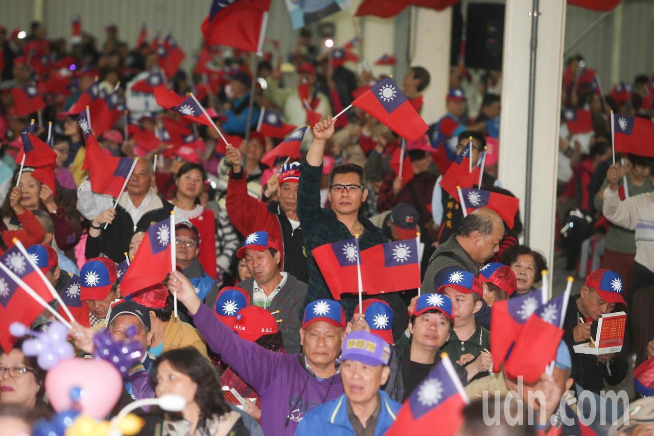 國民黨總統候選人韓國瑜台中市競選總部成立,吸引了許多支持者到場力挺。記者黃仲裕/...