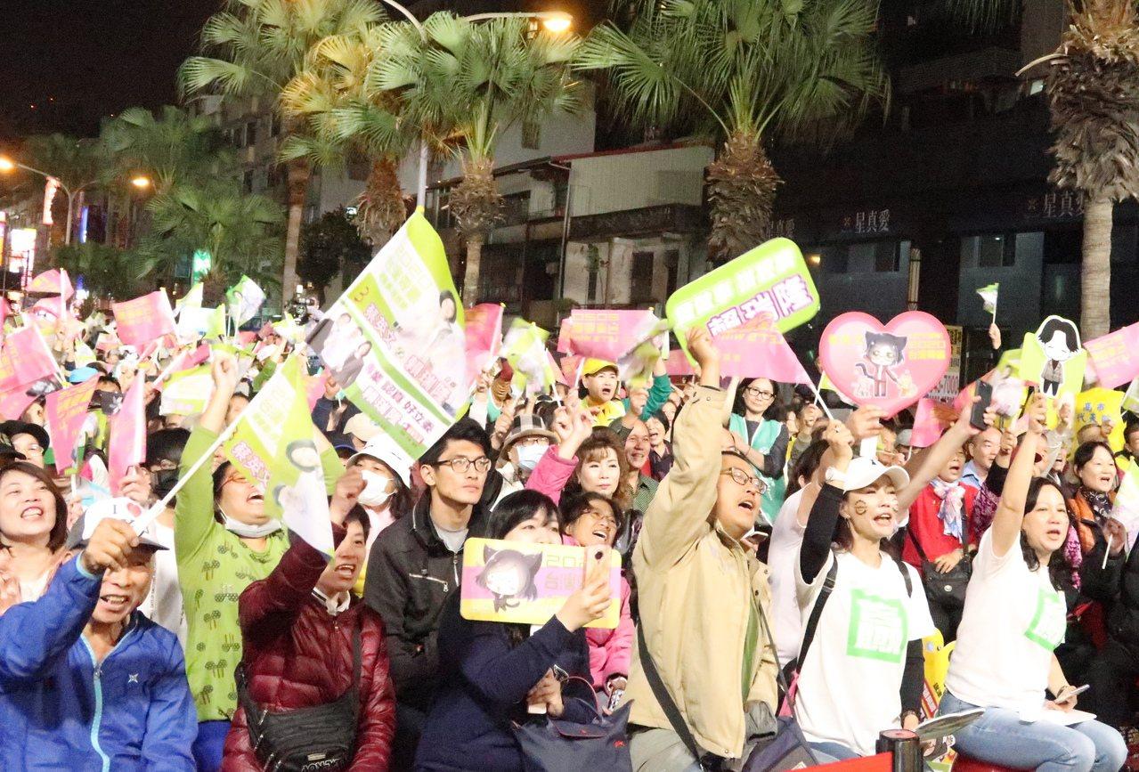 賴瑞隆前鎮競選總部成立大會擠滿熱情的支持者。記者徐如宜/攝影