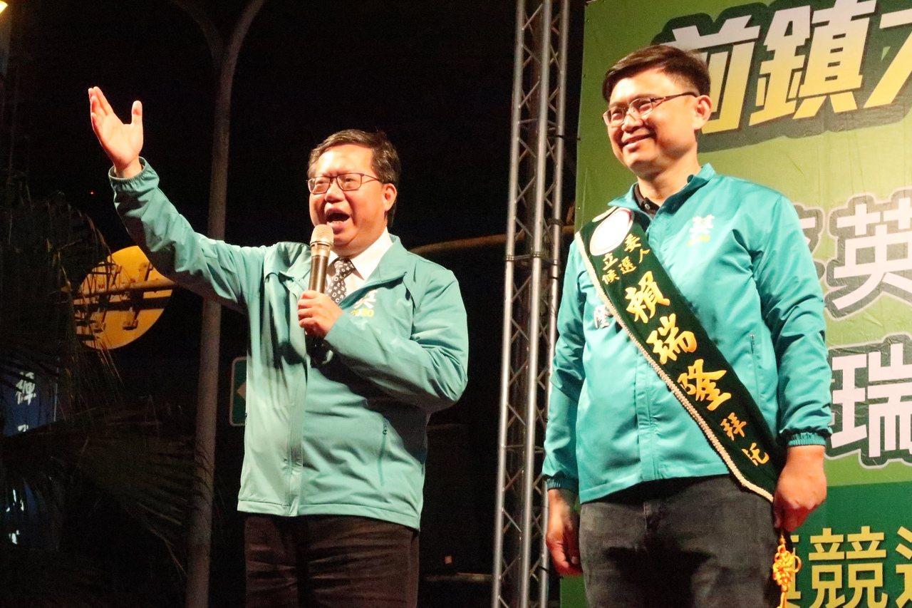 桃園市長鄭文燦(左)推薦立委賴瑞隆(右)。記者徐如宜/攝影