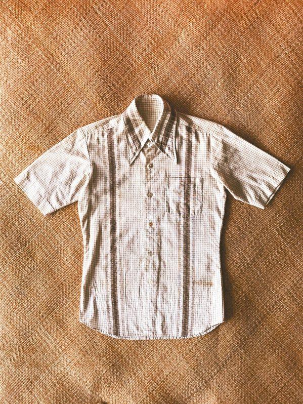 李然堯的媽媽45年前為他親手做一件花格子襯衫。 圖/李然堯提供