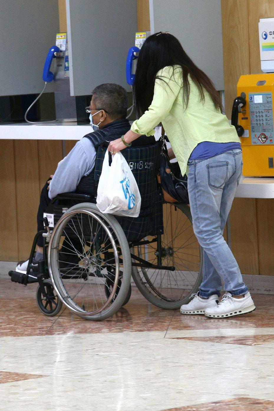 中區國稅局提醒,具聘僱外籍看護工資格者,如屬在家自行照顧,除已取具身心障礙證明或手冊,且可判讀符合列報資格者外,須在今年12月31日前至指定醫療機構進行巴氏量表評估。 圖/聯合報系資料照片