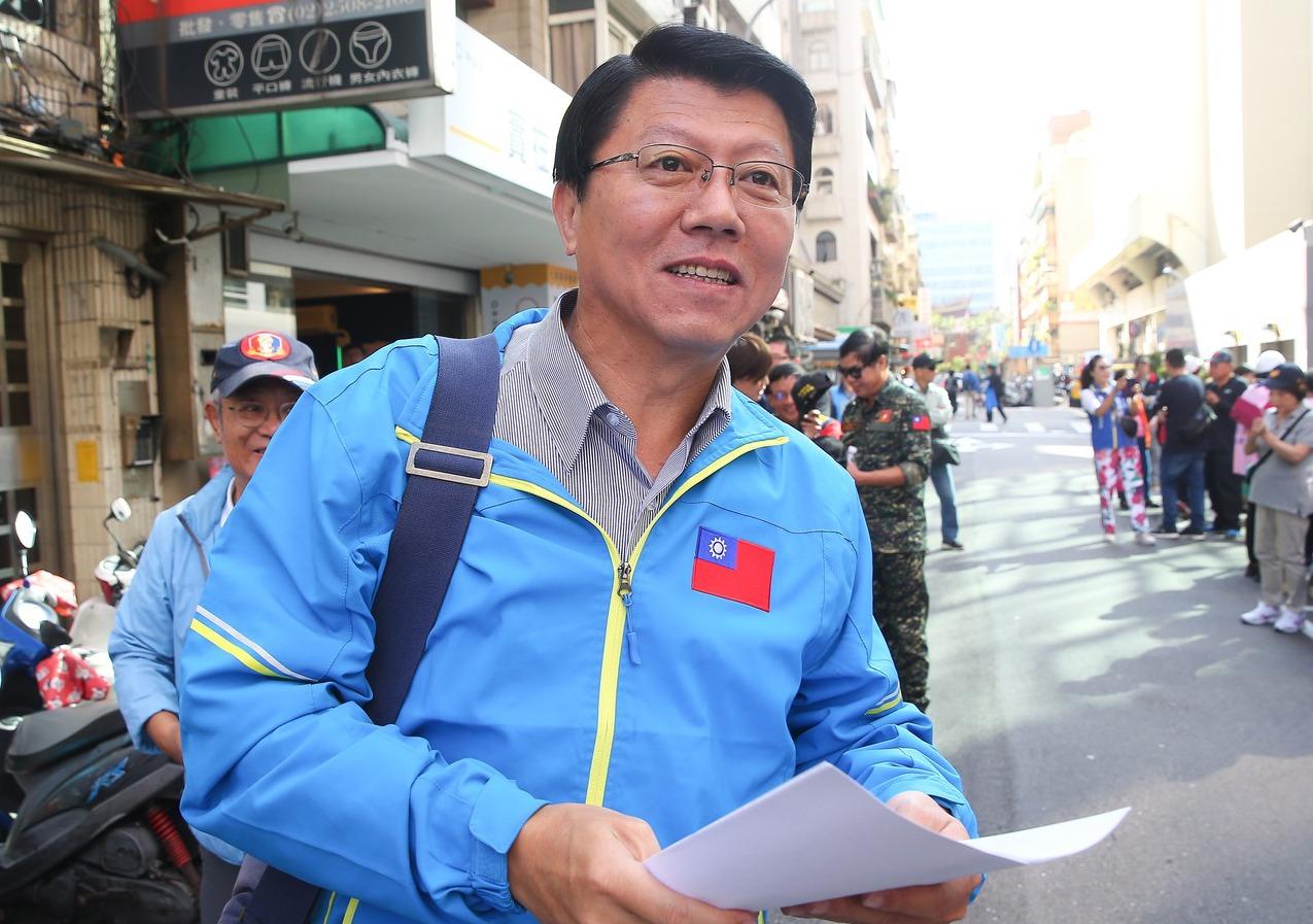 國民黨台南市黨部主委謝龍介認為,全國最高票的立委還是會有「破口」可攻,並舉吳育昇...