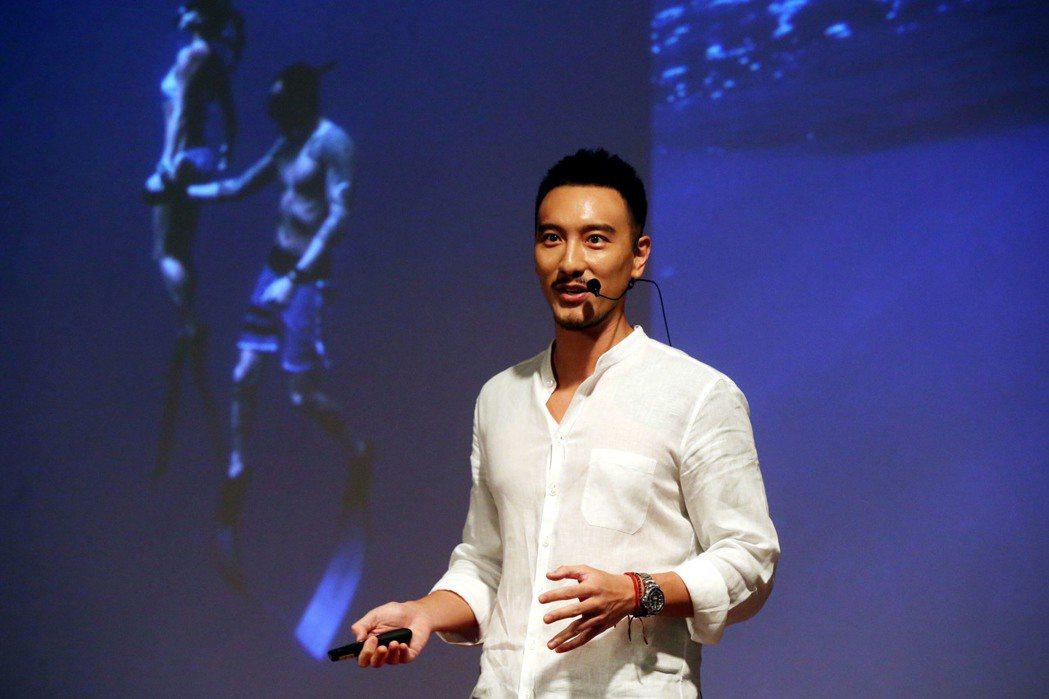 王陽明出席 TEDxNeihu活動,以「與鯊同行」發表演講。記者林俊良/攝影