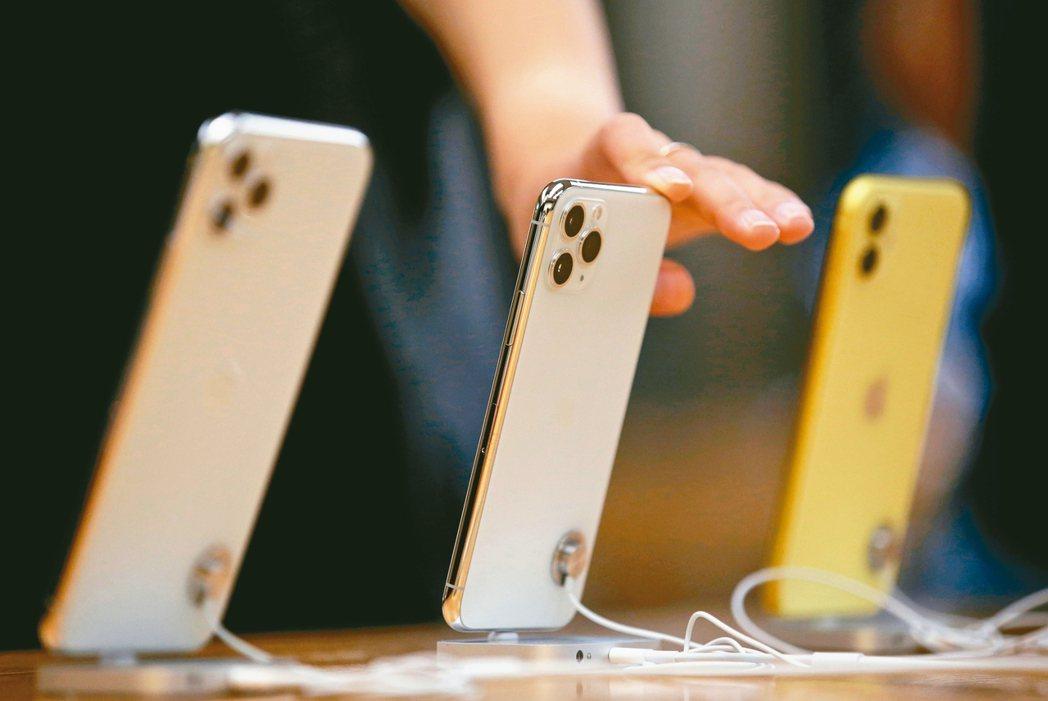 媒體報導,美國總統川普已批准與中國的第一階段貿易協議之後,蘋果iPhone、iP...