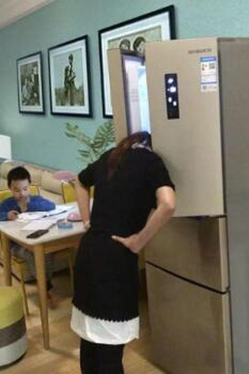 母親為孩子的家庭作業氣到需要冷靜。示意圖,世界日報提供