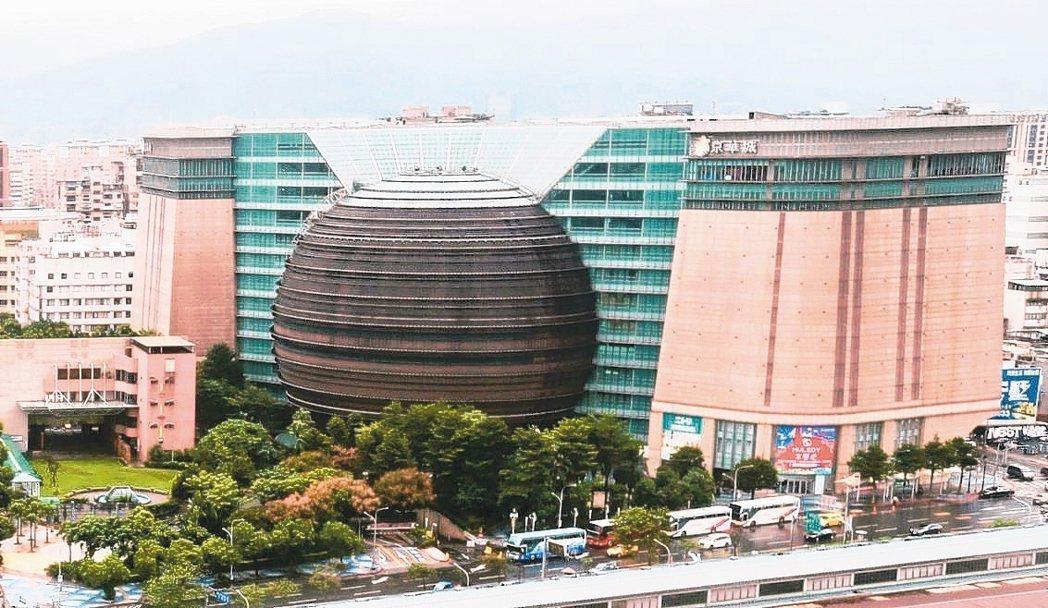 京華城以372億元標脫,寫下史上最高金額的單一商用不動產交易記錄。 報系資料照