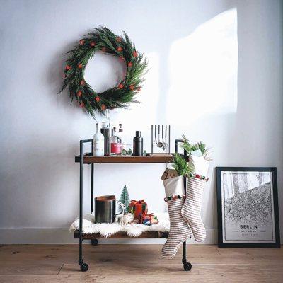 花圈和襪子是最具代表性的耶誕家飾。 圖 / Crate and Barrel提供