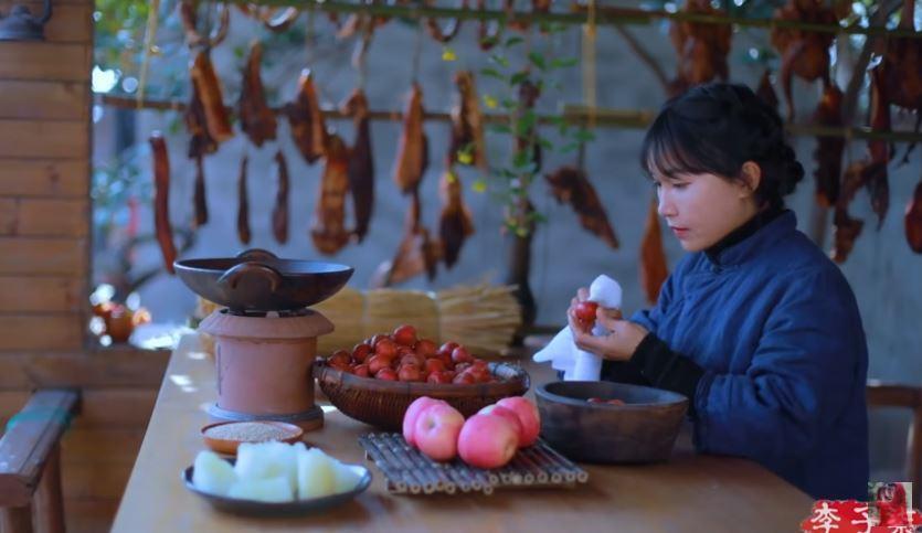 中國網紅李子柒拍了一系列的農村生活影片,吸引不少外國粉絲。圖翻攝自YouTube...