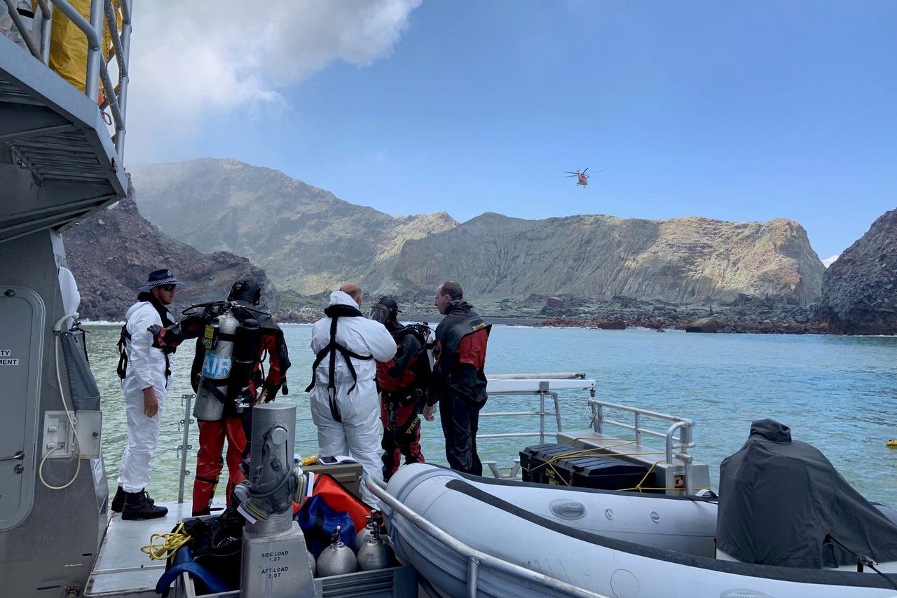 紐西蘭懷特島火山恐再爆發 潛水員續搜尋2失蹤者