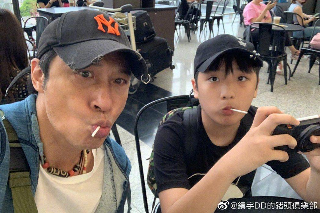 吳鎮宇與兒子費曼。圖/擷自微博