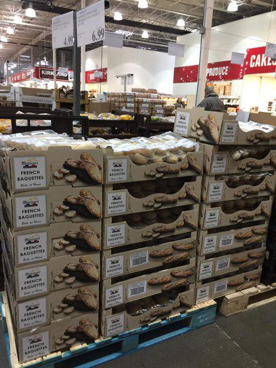 台灣好市多半熟麵包因CP值相當高,常常賣到缺貨,但網友表示自己在加拿大看到貨源充足。 圖/Costco好市多 商品經驗老實說