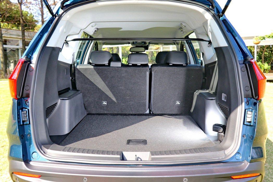 五人座車型在一般狀況下就可以提供超大後車廂置物空間。 記者陳威任/攝影