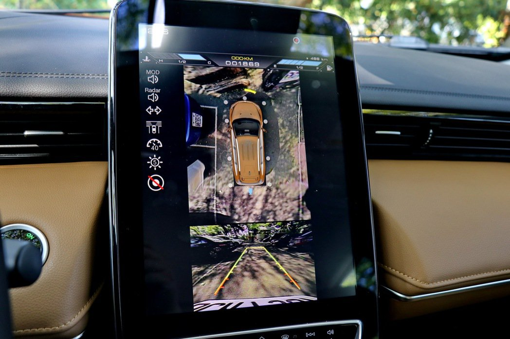 LUXGEN URX同步搭載其他實用的人性化智慧科技,諸如12吋多功能HD觸控螢...