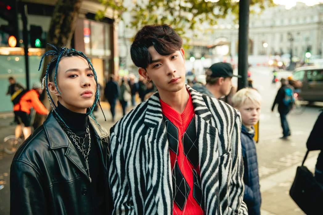 連晨翔(右)新歌「Crazy Love」邀請TRASH樂團主唱阿夜以個人饒舌歌手