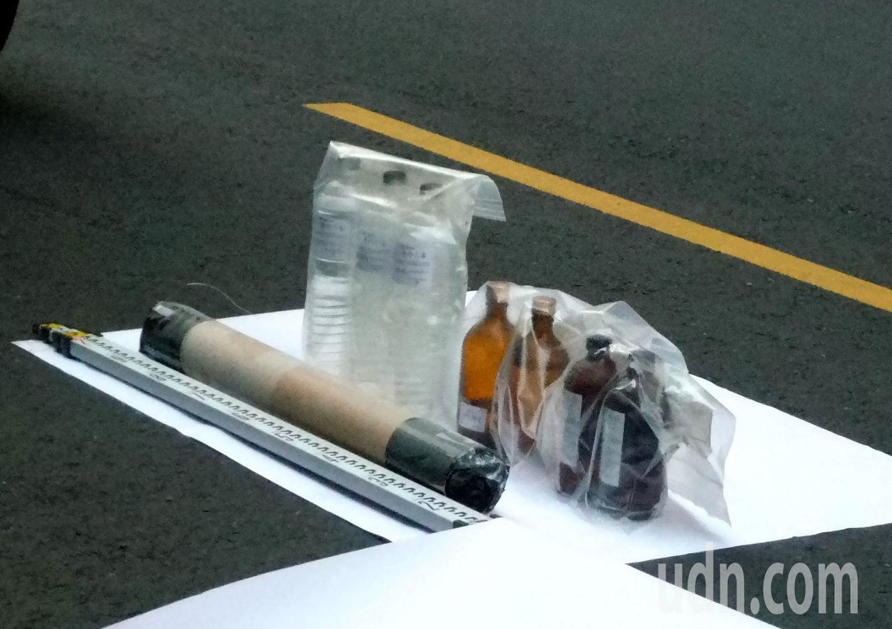 警方在吳姓男子藏匿的屋內,查獲多瓶「三過氧化三丙酮(簡稱TATP)」。記者林保光...