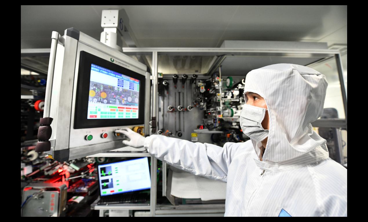 圖為大陸鋰電池大廠-天津力神電池的智能工廠,目前一天約可生產車用鋰離子動力電池3...