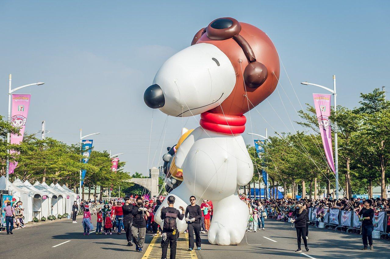 高雄一年一度的大氣球遊行今天下午在夢時代登場,除亮眼的大氣球外,今年還安排街舞熱...