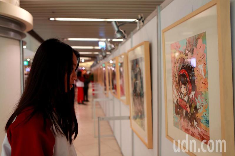 清華附小、建華國中及新竹女中三校美術班第二度聯合舉辦美展.這次以「從心定藝」為主題,將於東巨城購物中心2樓迴廊展出水彩、水墨、國畫、素描等79件作品,展期至12月30日。記者王駿杰/攝影