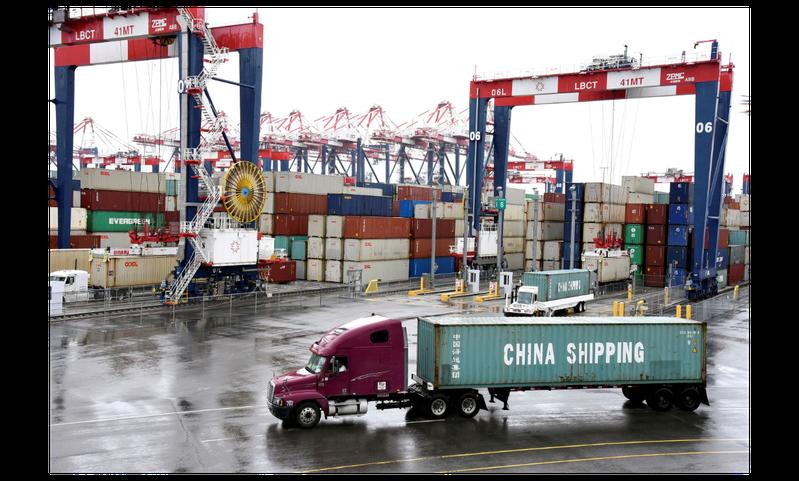 美中達成第一階段貿易協議後,美國對2,500億美元中國商品仍將維持加徵25%關稅。(路透)
