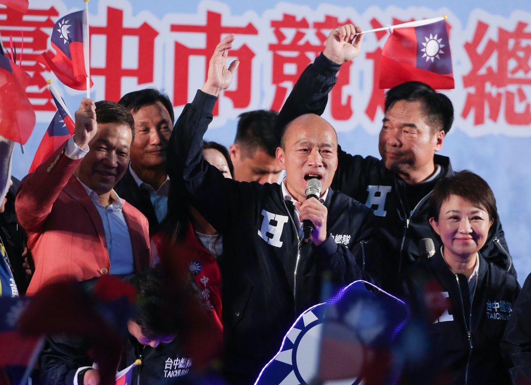 總統選舉首場政見會18日晚間登場。韓國瑜幕僚表示,韓陣營一直盼把選舉主軸回歸到與...