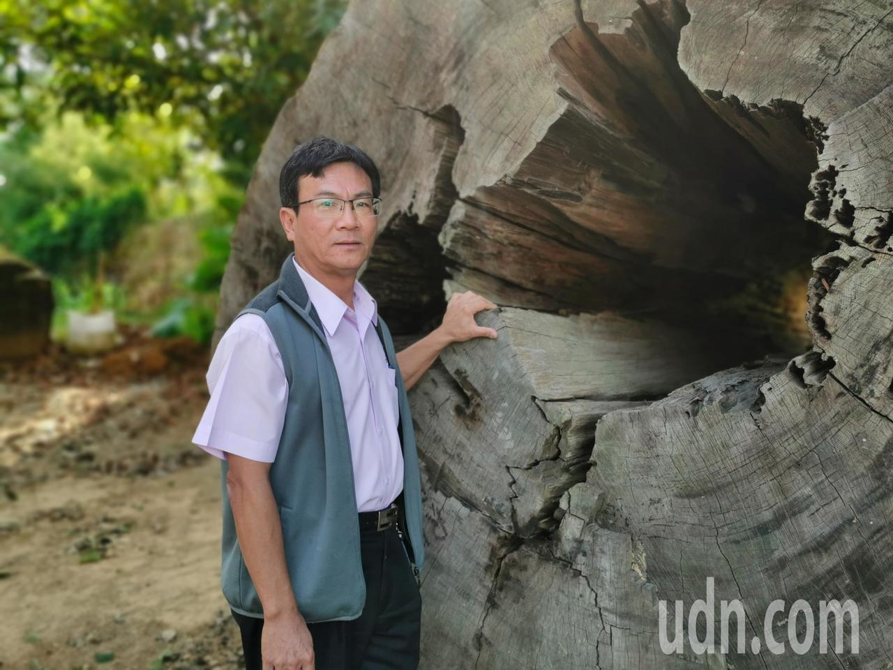 蔡福源年輕時就對園藝、石頭、木材有興趣,每有閒錢就四處蒐集石材、老樹,終於完成五...