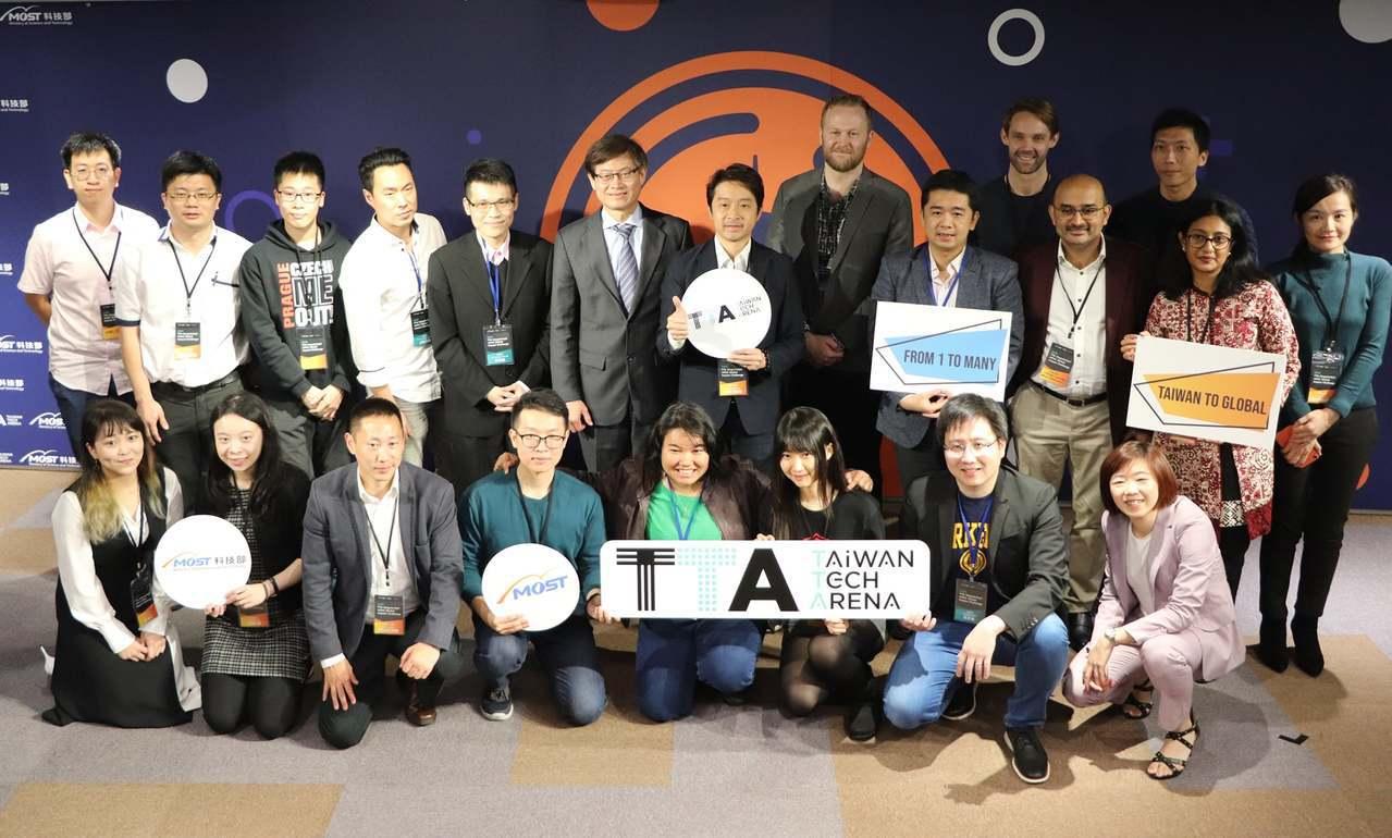 科技部與奇點大學舉行「2019年TTA奇點亞太創業競賽」決賽,參賽團隊合影。圖/...