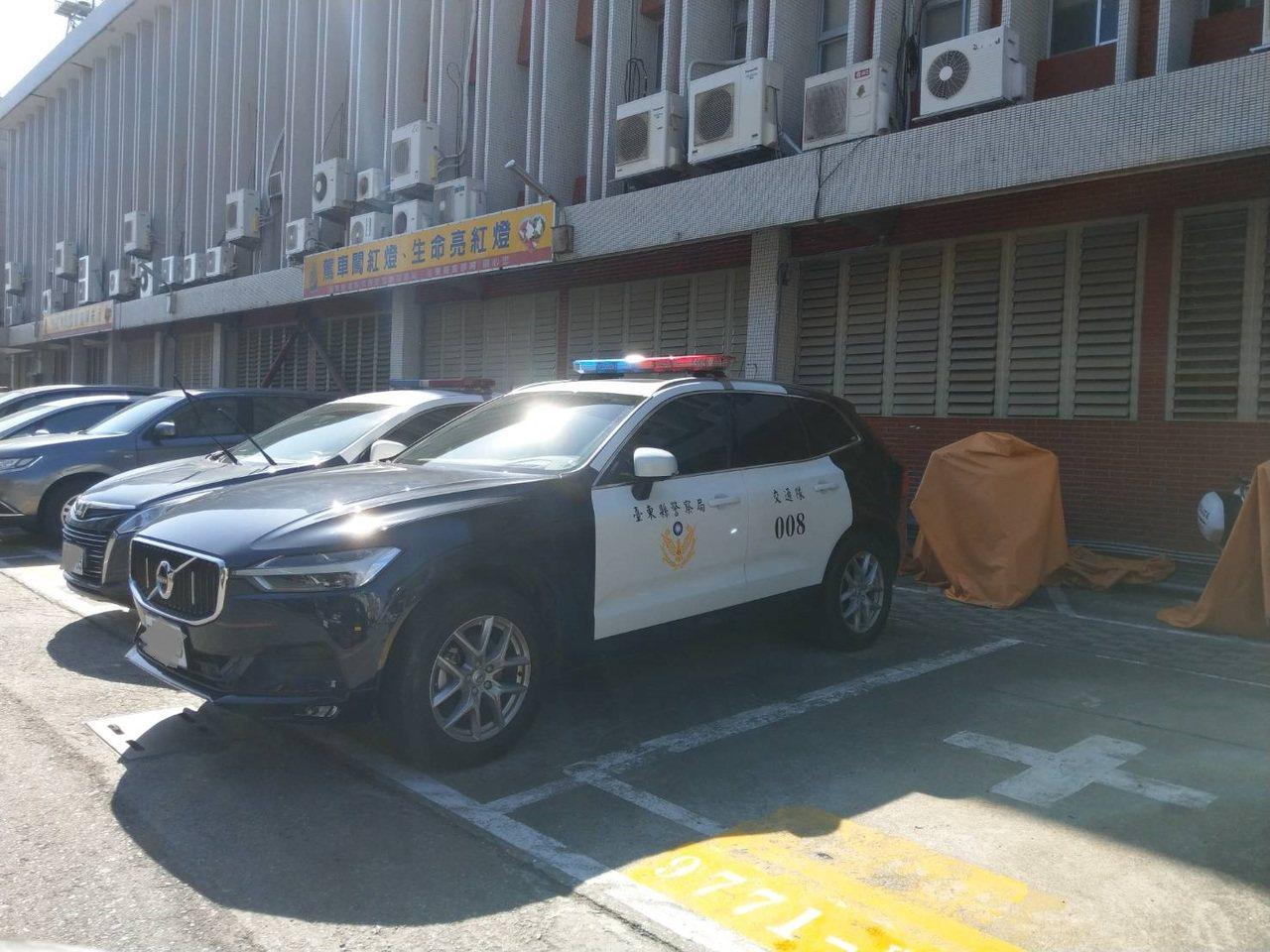 台東縣警察局交通隊繼去年引進3輛性能進口車,日前再度添購3輛同品牌車輛,不僅馬力...