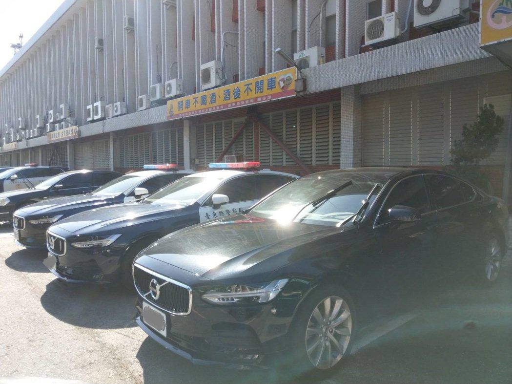 台東縣警察局交通隊巡邏車輛裝備全面進化,年中引進XC60後,近日又添購三輛Vol...