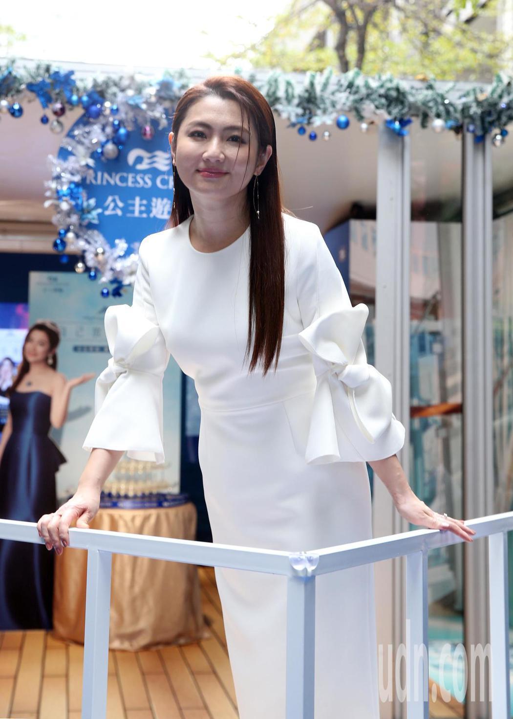 郵輪銷售公主Selina慶功開趴。記者曾吉松/攝影