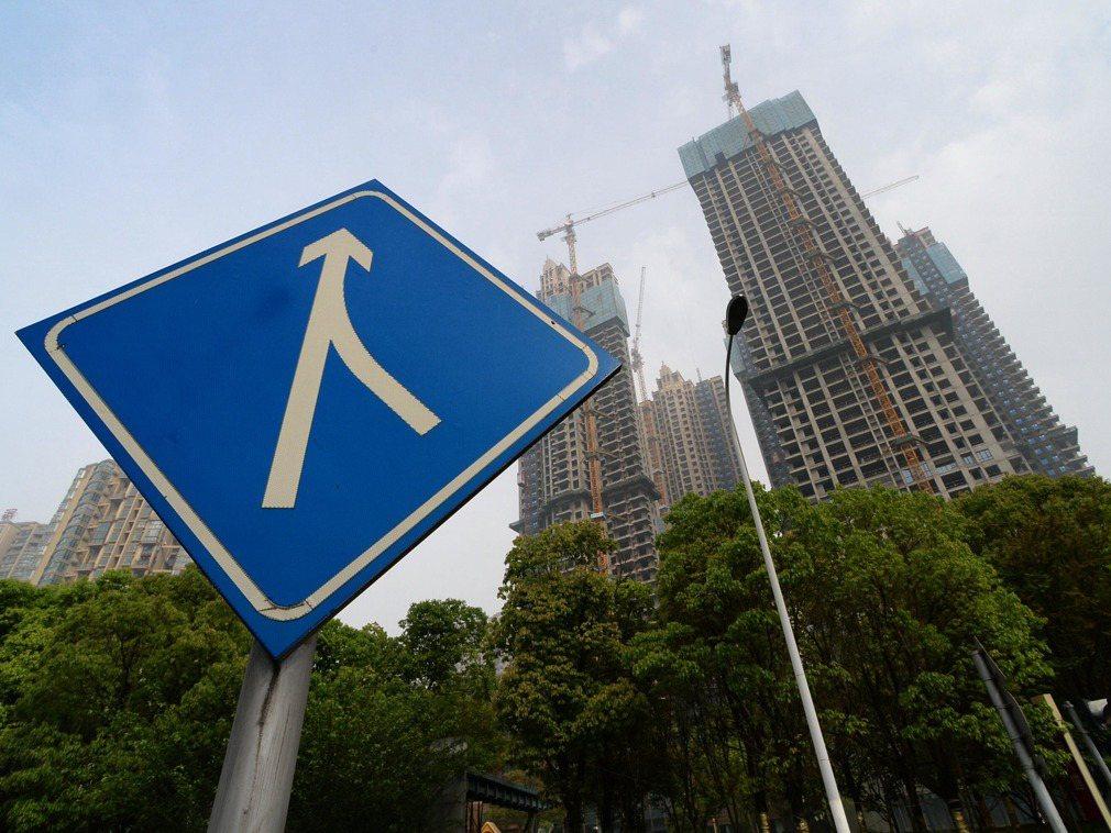 楊偉民表示,大陸住房問題已經從過去意義上的總量不足,轉化為結構性的供給不足。新華...