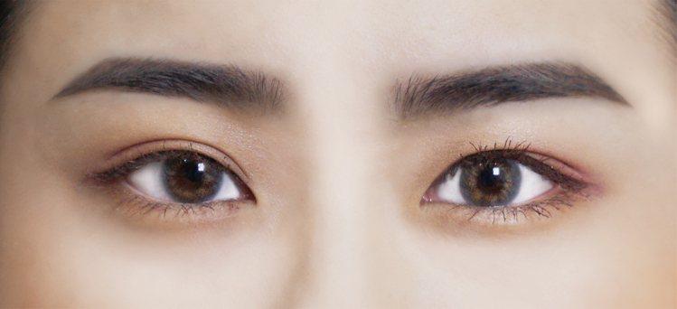 「英氣眉」強調眉峰稜角及眉頭毛流感,適合缺乏角度的圓形臉。圖/KISSME花漾美...