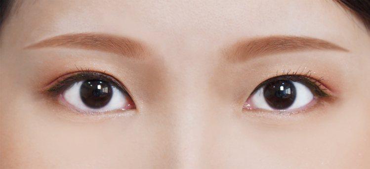 「一字眉」可修飾臉部長度,適合長形臉、蛋形臉。圖/KISSME花漾美姬提供