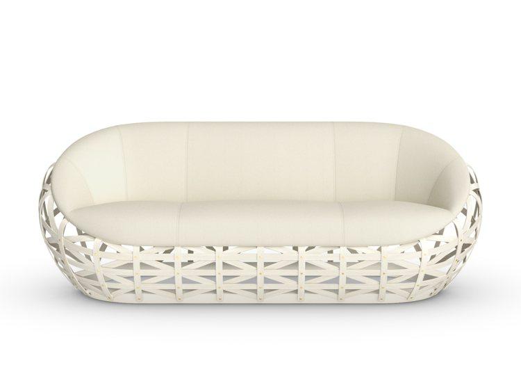 由Marcel Wanders設計的Diamond Sofa,以懸坐浮雲的概念打...