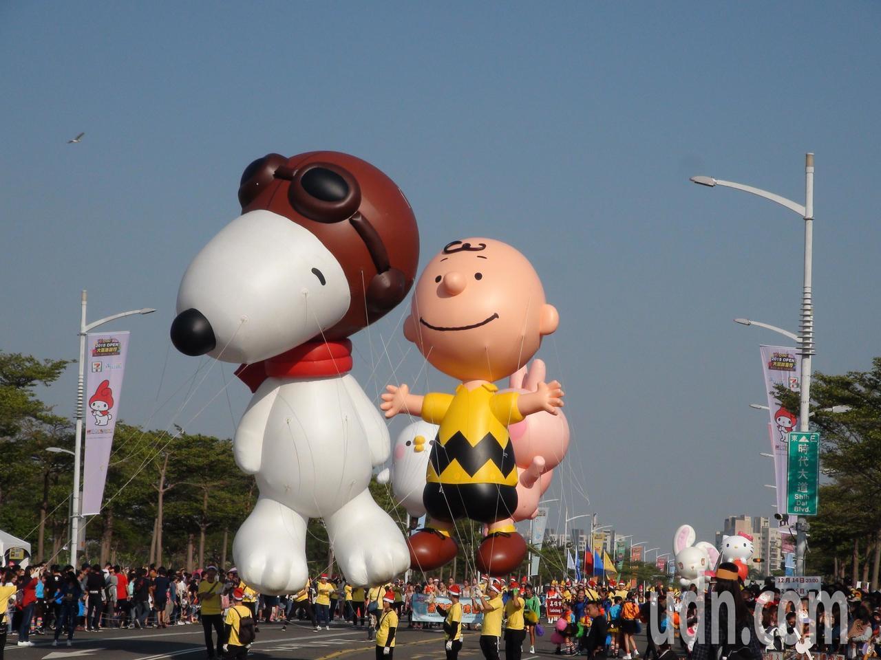 「OPEN!大氣球遊行」首見史奴比、查理布朗等造型氣球。記者謝梅芬/攝影