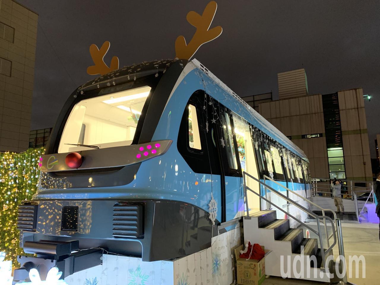 侯友宜今晚出席「三鶯線原型模型車變雪橇」活動。三鶯線全線採高架設計,目前進度達3...