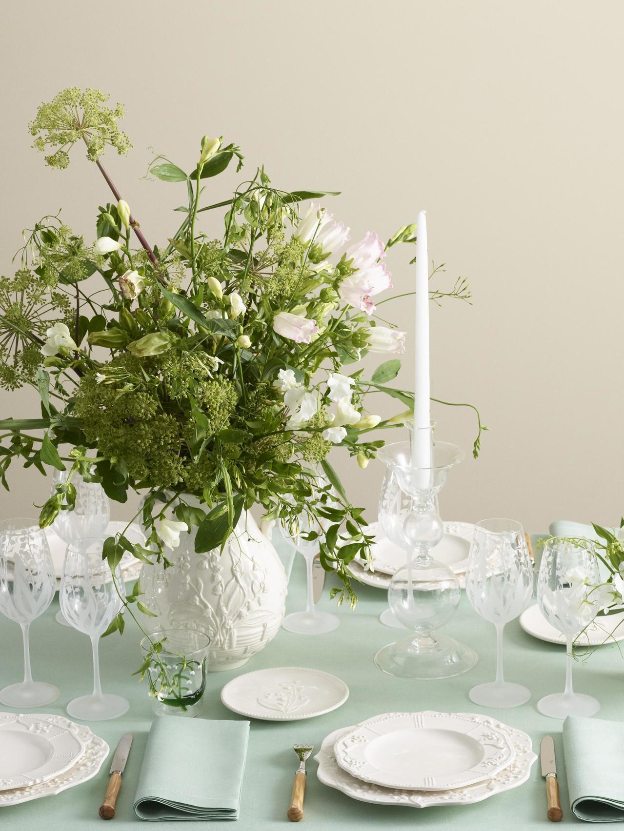 DIOR Maison鈴蘭花系列也是恬淡薄荷綠。圖/DIOR提供