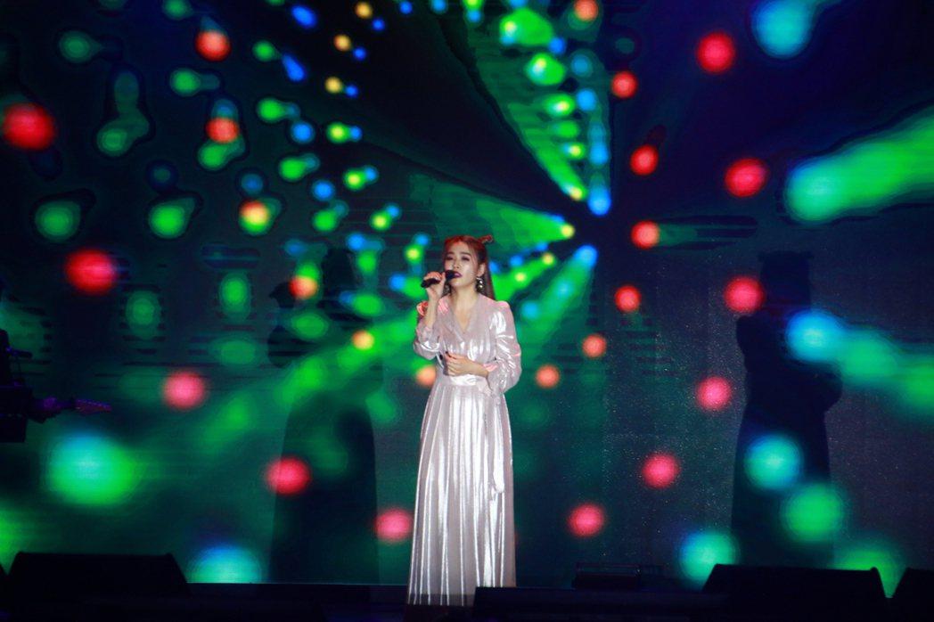 小嫻獻唱台語歌給阿嬤。記者李姿瑩/攝影