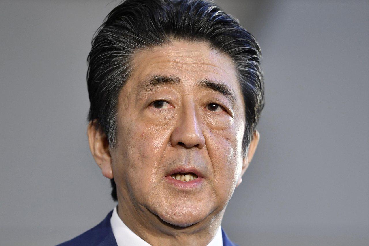 日本首相安倍表示,「令」字很適合今年,但他自己選的是「始」字。美聯社