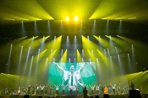 李聖傑今晚於家鄉高雄開唱,登雄蛋舉辦「Face」世界巡迴演唱會首站,他感性表示:「一開始就鎖定在高雄!這是成長的地方,也是我的心意!」出道20年的李聖傑,也演唱「癡心絕對」、「手放開」、「最近」、「...