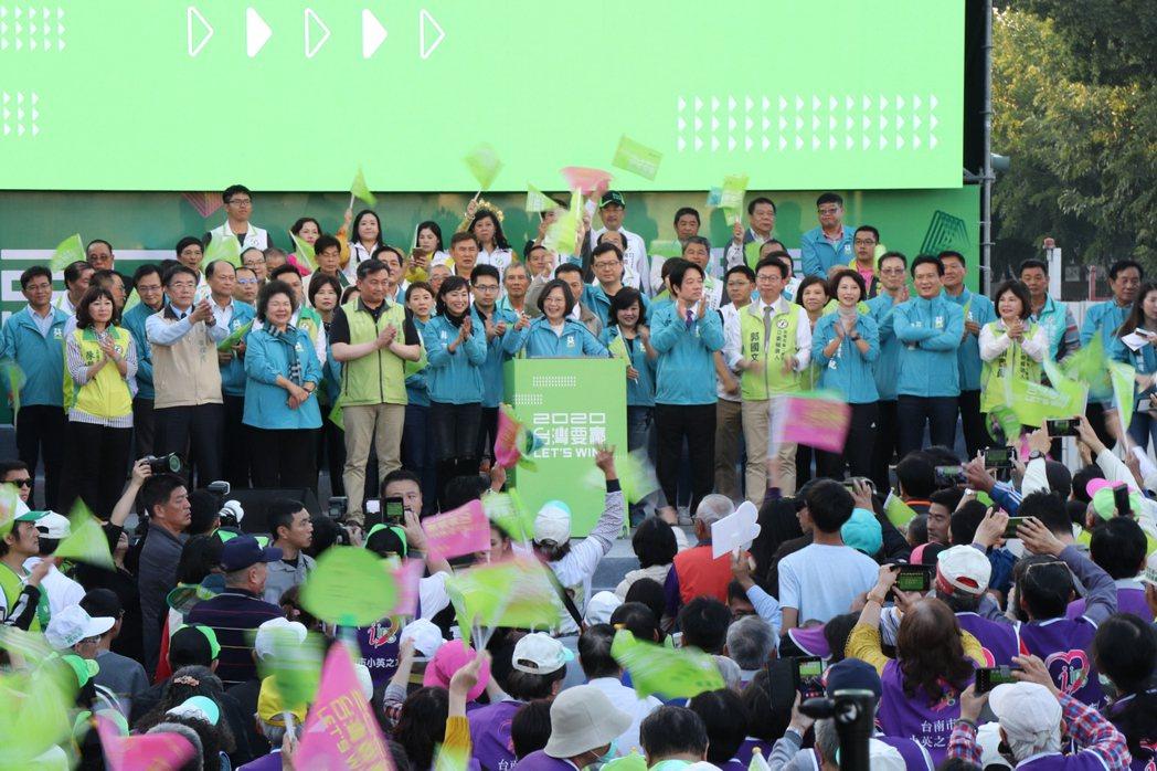 蔡英文台南市競選總部昨天下午舉行成立大會。記者鄭維真/攝影