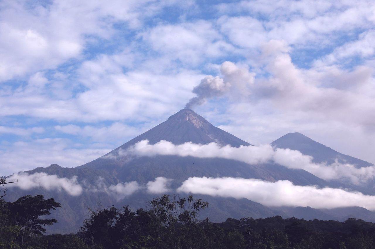 瓜地馬拉富埃戈火山數百年來活躍不斷,去年6月噴發是繼1974年最劇烈的一次。(路...