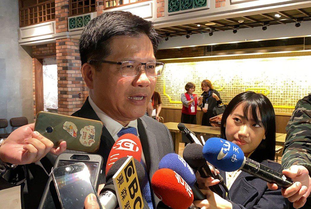 交通部長林佳龍(左)中央社