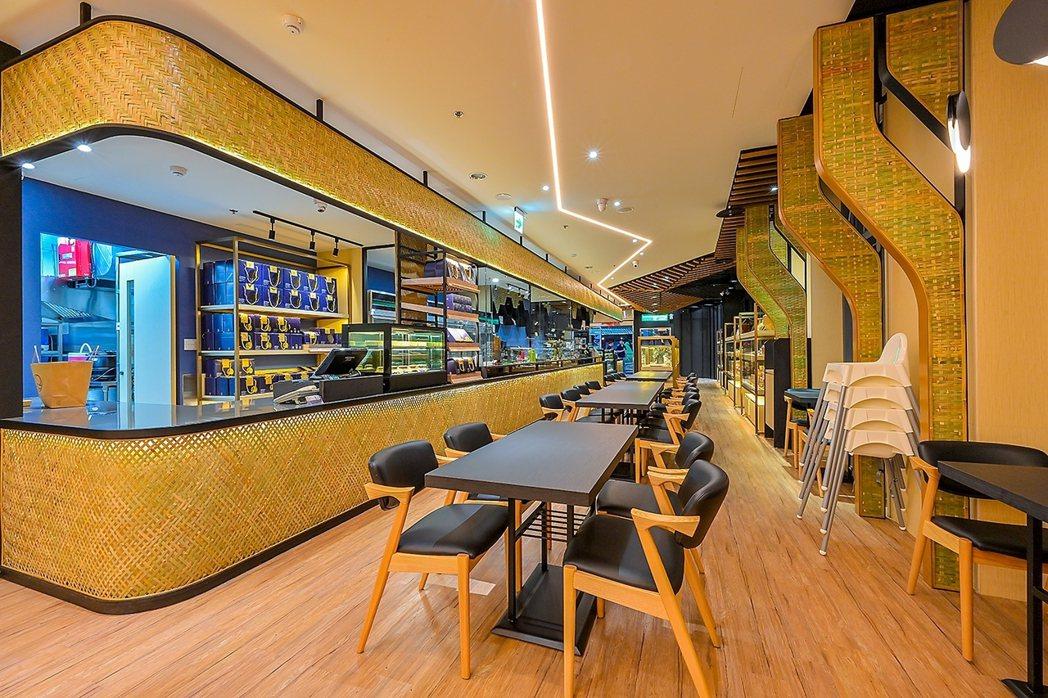 「深緣及水」台南高鐵店中,可見店內中裝潢採大量竹編工藝,就是希望來台南遊玩的民眾...