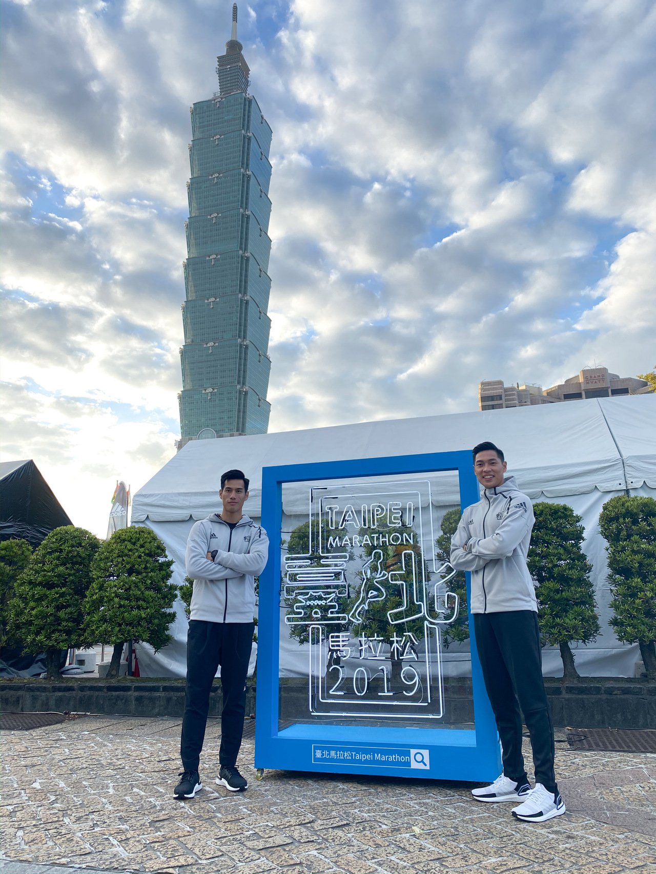 楊俊瀚(左)和陳傑擔任今年台北馬拉松鳴槍和掛牌嘉賓。記者曾思儒/攝影