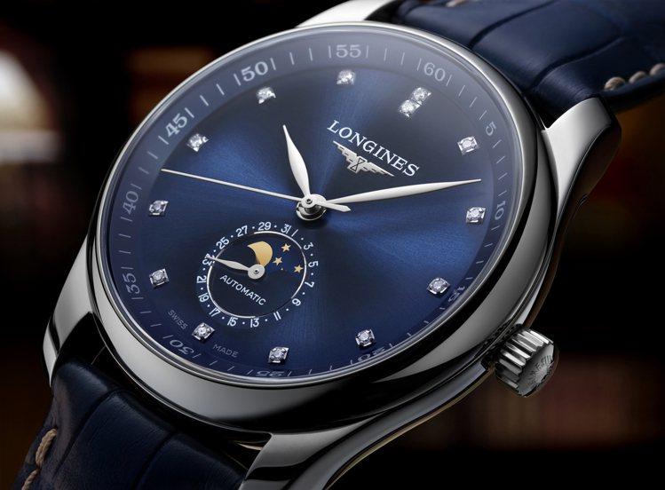 浪琴表巨擘系列月相腕表,不鏽鋼表殼搭配藍色鱷魚皮表帶、鑽石時標,約88,500元...