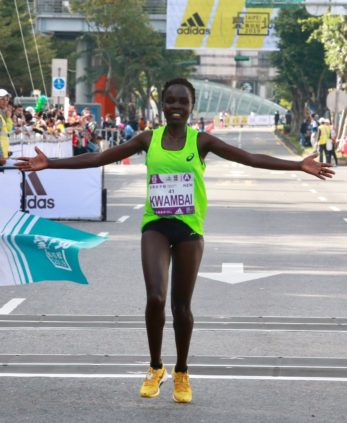首度來台的肯亞跑者卡萬拜收穫今年台北馬拉松女子組冠軍。記者黃義書/攝影