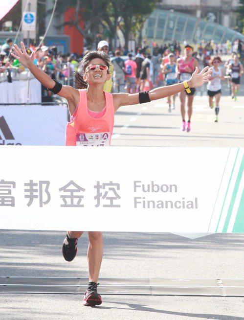 朱盈穎傷後復出在台北馬拉松收穫國內女子組冠軍。記者黃義書/攝影